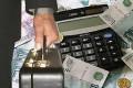 Евросоюз  решил заморозить заработные платы чиновников